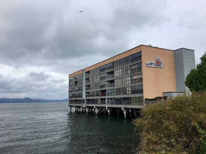 70's Motel Condo or Apartments over the Columbia River