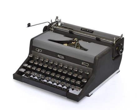 Royal Quiet De Luxe Typewriter