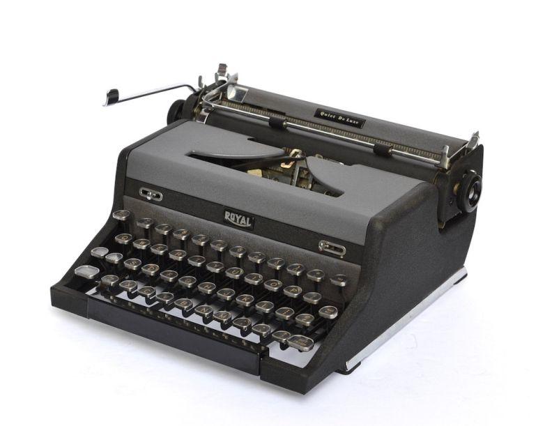 Royal Quiet De Luxe Typewriter