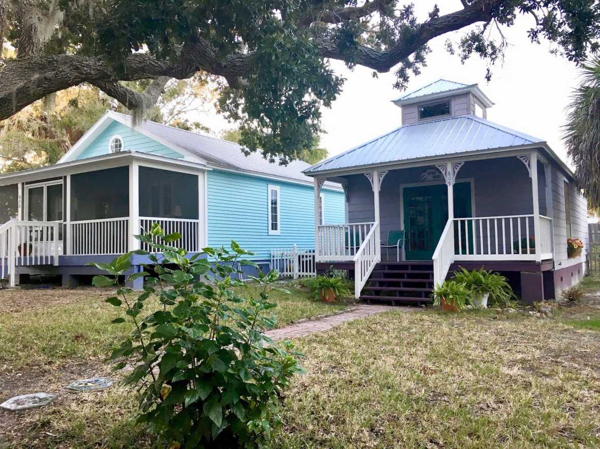 Little House vacation rental (on the right)