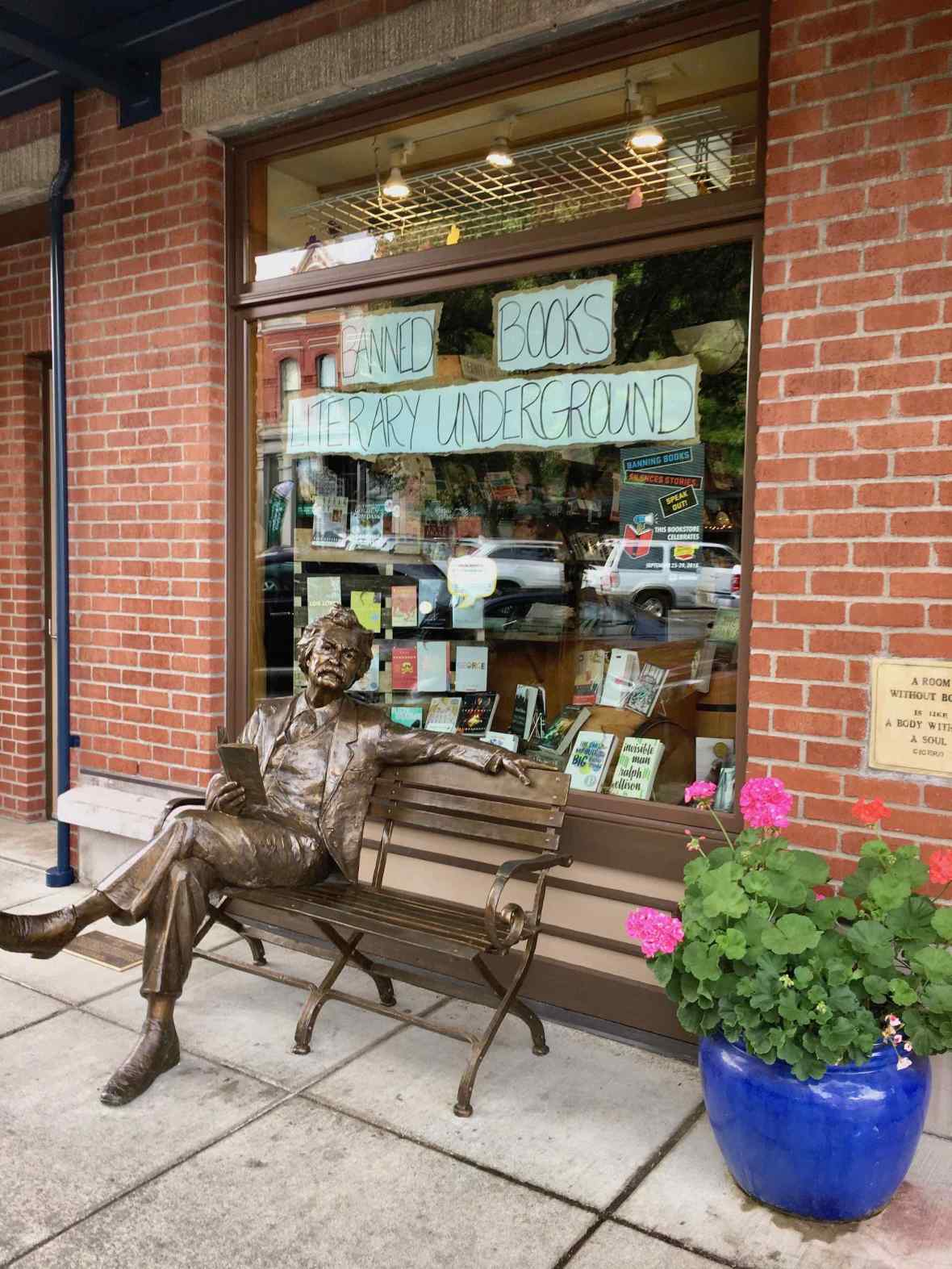 Mark Twain Sculpture in front of Village Books in Fairhaven, Bellingham, Washington