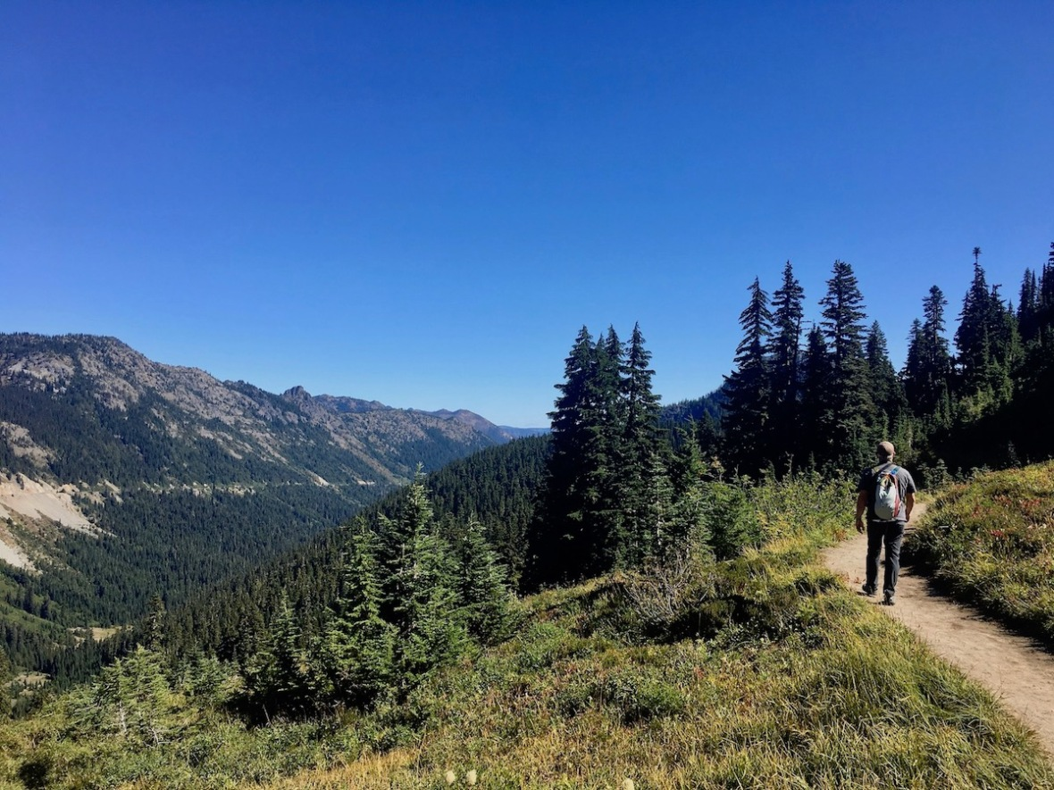Hiking the Naches loop trail in Mount Rainier National Park and Okanogan-Wenatchee National Forest