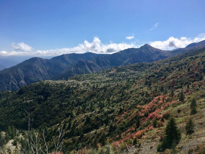 Lush Cascade Range peaks in Mount St. Helens National Volcanic Monument