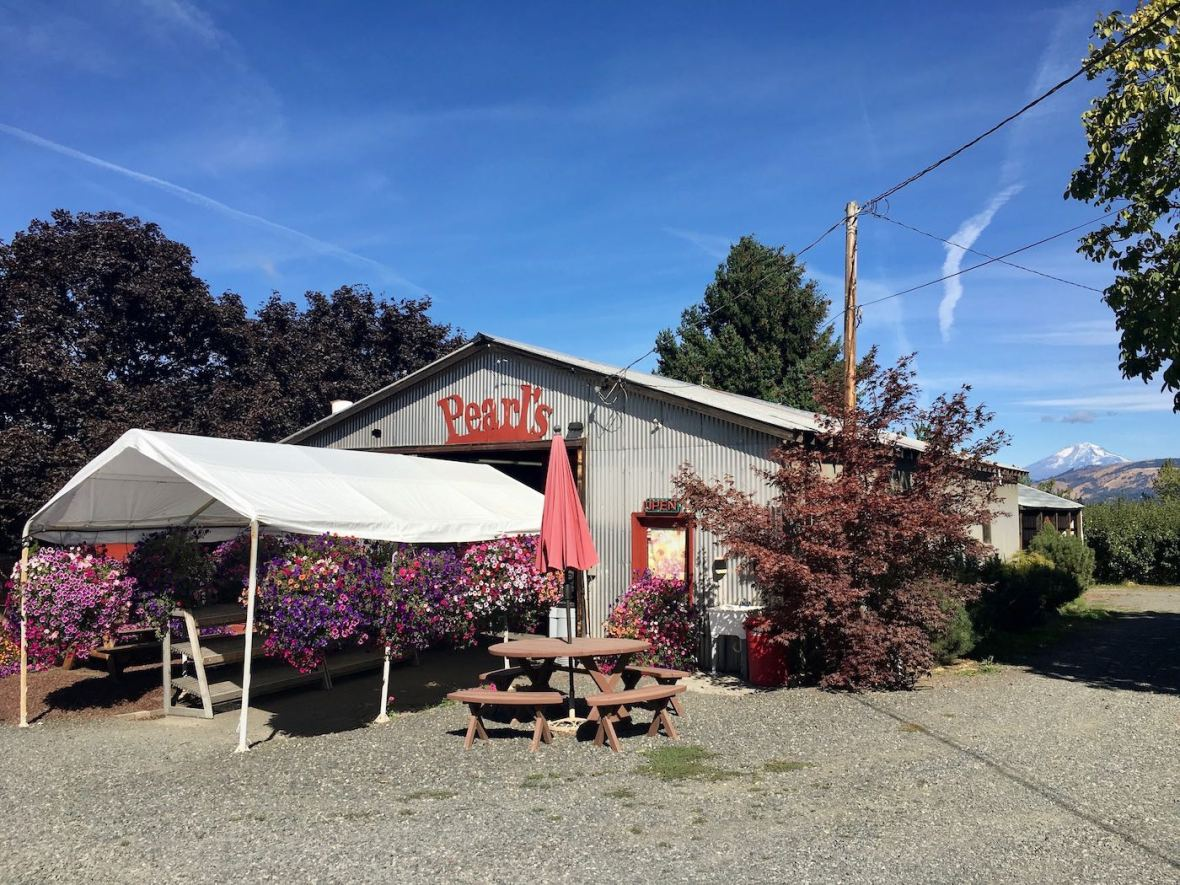 Pearl's Place orchard and produce stand near Hood River, Oregon