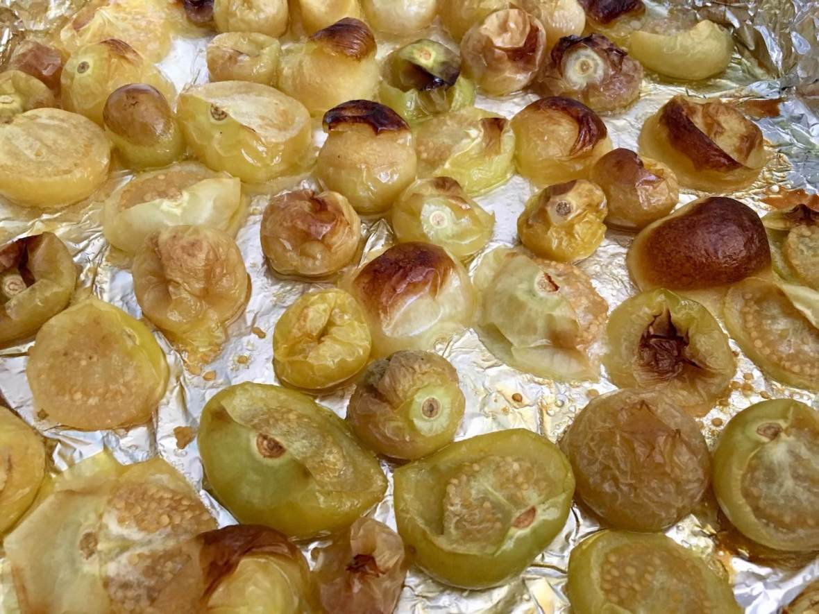 Oven roasting tomatillos