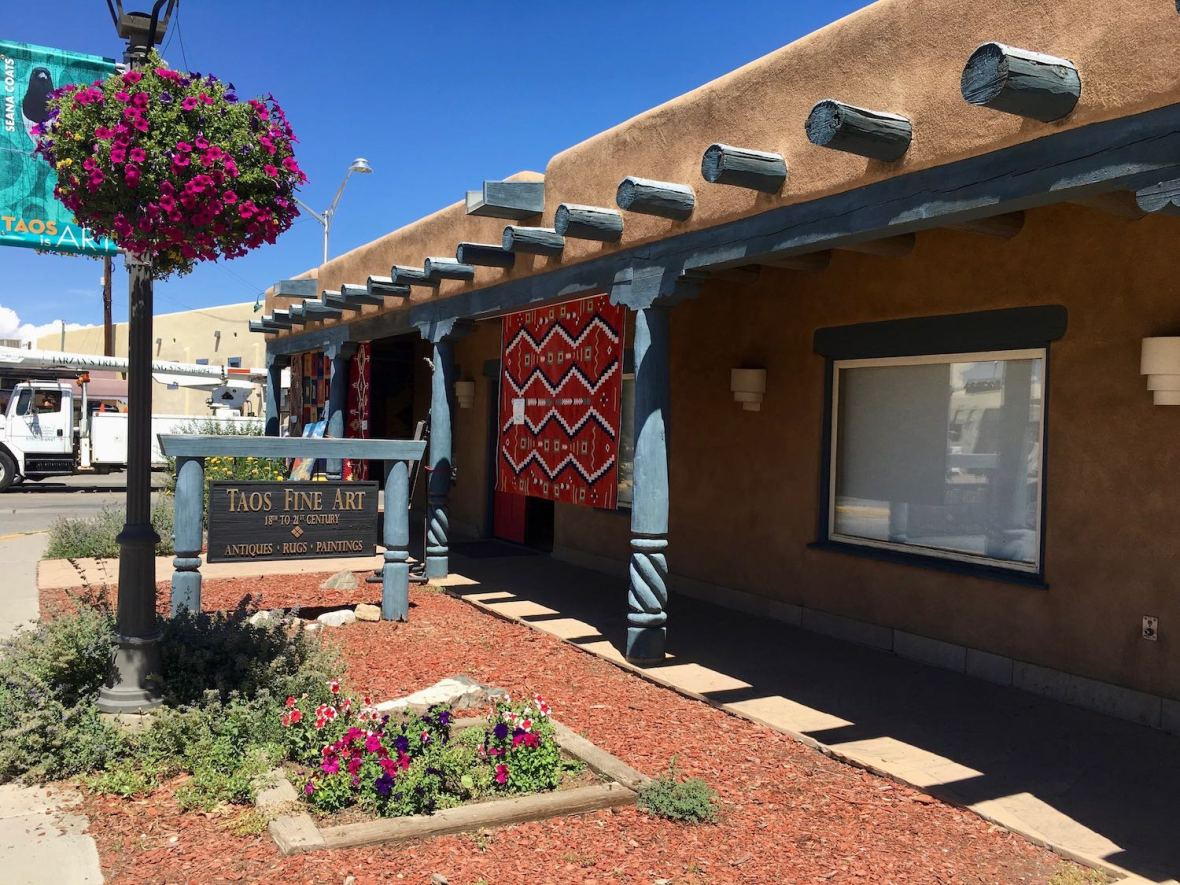 One of many Taos, New Mexico fine art and Antique Galleries