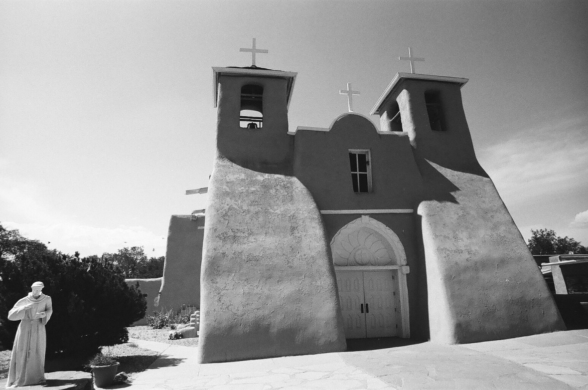 San Francisco de Asis Church in Ranchos de Taos | 35mm photograph shot with Nikon F2 | Kodak Tri-X 400